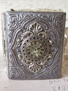 Saimba: Paris time book