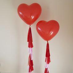 Globers Maxi globo Corazón con guirnalda de papel seda en rojo y rosa. Bodas geniales. Cool parties. Big heart balloon, red and pink Tissue Garland, party, weddings.
