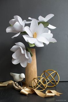 Find our paper magnolia DIY and lots more tutorials for making stunning paper flowers by handcrafted lifestyle expert Lia Griffith.