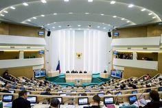Зал заседаний Совета Федерации РФ   Зал для проведения заседаний Совета Федерации в Москве спроектирован в нарочито-деловом стиле и предназначен, в первую очередь, для активной работы.