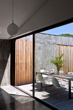 seventeendoors: incredible sliding wall of windows to bring the outside in.
