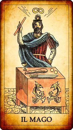 """Carta dei Tarocchi """"I. IL MAGO"""" Un mago o un prestigiatore, in piedi davanti al proprio tavolo di lavoro, è raffigurato mentre solleva la sua bacchetta magica. Diversi oggetti sono posati sul tavolo, e sono tutti riconducibili ai semi delle carte dei tarocchi. Sul tavolo del mago sono infatti presenti una coppa, un coltello o una spada, delle monete, e un bastone. In cartomanzia la figura del mago è spesso associata a colui che legge le carte. In alcune raffigurazioni sopra la testa del..."""