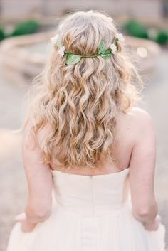 Bridal hair Inspiration / rustic wedding / natural hair inspiration / Rustic White Photography