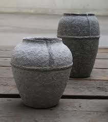 Ridiculous Tips and Tricks: Concrete Vases Black large vases mason jars.Floor Vases Pier 1 old vases awesome. Paper Pot, Paper Vase, Vase Centerpieces, Vases Decor, Cool Ideas, Old Vases, Vase Design, Vase Crafts, Clay Vase