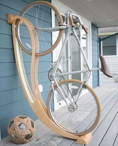 Here is a cool bike rack that lets you store your bicycle at your place in a beautiful fashion. Made of plywood, the Peri bike rack is made of locally Bicycle Storage, Bicycle Rack, Carpentry Projects, Home Projects, Garage Velo, Diy Garage, Velo Design, Rack Design, Bike Hanger