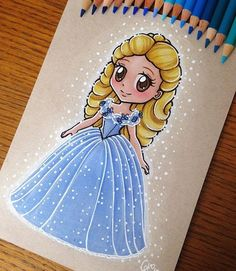 Chibi cinderella 2015 👠💎 Done with faber Castell polychromos colored pencils on a toned textured Kraft paper ⬇️ PRINTS AVAILABLE ⬇️ Link in my bio. Cute Disney Drawings, Disney Princess Drawings, Disney Princess Art, Disney Sketches, Cute Drawings, Kawaii Disney, Chibi Disney, Disney And Dreamworks, Amazing Drawings