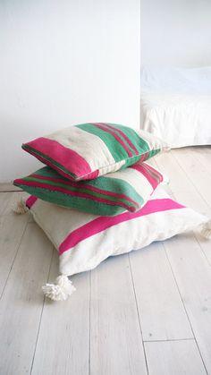 Small Moroccan Kilim pillow cover Stripes van lacasadecoto op Etsy