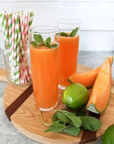 Four Kitchen Decorating Suggestions Which Can Be Cheap And Simple To Carry Out Cantaloupe Agua Fresca With Coconut Water - The Produce Moms Healthy Fruits, Healthy Snacks, Healthy Recipes, Delicious Recipes, Cantaloupe Recipes, Fruit Recipes, Mexican Drinks, Fruity Drinks, Alcoholic Drinks