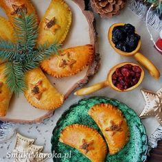 Błyskawiczne rogaliki śniadaniowe z makiem - SmakiMaroka.pl Pierogi, Pineapple, Fruit, Food, Pinecone, Meal, The Fruit, Essen, Hoods