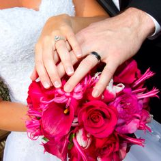 Hot pink wedding bouquet and rings picture ♥ love the bouquet