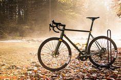 Beautiful handmade steel frame race bike.   please finde more information: http://electrolyte.bike/bicycles_aus_der_traumradschmiede/unique-bikes/der-wilderer/
