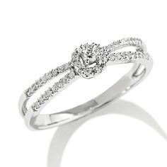 1/7 CT. T.W. Diamond Circle Frame Split Shank Promise Ring in 10K Gold - Zales