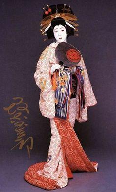 Tamasaburo Bando/坂東 玉三郎 Japanese Kimono, Japanese Art, Geisha Art, Kimono Design, Japanese Aesthetic, Japan Photo, Oriental, Japanese Culture, Art History