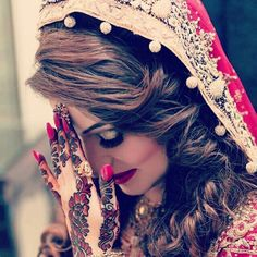 "Find and save images from the ""dpz"" collection by SpYpRiNcEsS on We Heart It, your everyday app to get lost in what you love. Pakistani Wedding Dresses, Pakistani Bridal, Indian Dresses, Glam Dresses, Bridal Dresses, Wedding Couple Photos, Muslim Women Fashion, Bridal Photoshoot, Bride Photography"