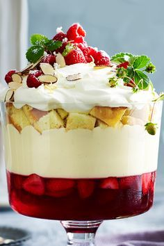 This traditional Christmas trifle dessert is absolutely divine, layered with fresh strawberry and raspberry jelly, creamy mascarpone custard and sherry soaked sponge cake. Trifle Desserts, Delicious Desserts, Dessert Recipes, Christmas Recipes Dinner Main Courses, Holiday Recipes, Xmas Food, Christmas Baking, Christmas Trifle, Cake