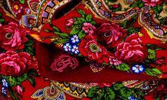 Are you a fan of the Russian old-fashion?  Scarve Comtesse Sofia