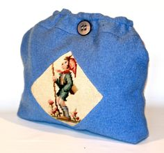hübsche, romantische Tasche. Auf der Vorderseite ist ein wunderschönes altes Gobelin Bild mit einem Wandersjungen, ähnlich einer Hummelfigur aufgen...