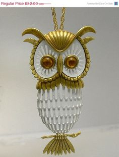 #Vintage Gold Tone Owl Pendant Necklace #jewelry by jujubee1 on Etsy, $28.80