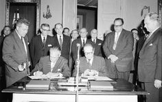 Signing of the extension of the Fulbright Agreement between Austria and the U. Ambassador James W. Riddleberger and Austrian Federal Foreign Minister Bruno Kreisky (right), Vienna, 1963 (ÖNB/US Vienna, Austria, Relationship, History, Fictional Characters, Federal, Politicians, Relationships, Historia
