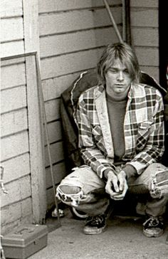 I like to make people feel happy and superior in their reaction towards my appearance. -Kurt Cobain