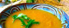 Je fais de la soupe de toutes sortes, mais la soupe de courge musquée est ma préférée. La courge musquée est faible en gras, riche en vitamines A et C, possède des propriétés anti-inflammatoires puissants et elle est en saison maintenant! Le secret pour faire des soupes au goût sucré est de faire cuire l'oignon(…) Holistic Nutrition, Thai Red Curry, Acupuncture, Ethnic Recipes, Food, Butternut Squash Soup, Onion, Vitamins, Recipes