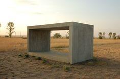 Referentes esenciales del mundo del arte para la formación de cualquier arquitecto,Donald Judd. 'Untitled', 1984. Por Emanue3 Sculpture- Donald Judd (trabajo propio) [CC BY-SA 3.0 o Dominio público]. Image vía Wikimedia Commons
