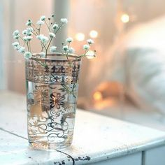 baby's breath in antique glass - simple, but pretty Little Flowers, White Flowers, Beautiful Flowers, Nice Flower, Glass Flowers, Tiny Flowers, Deco Floral, Arte Floral, Jolie Photo