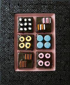 Lakritsimokkapalat   Maku Something Sweet, No Bake Cake, Goodies, Food And Drink, Yummy Food, Sweets, Baking, Drinks, Drink Recipes