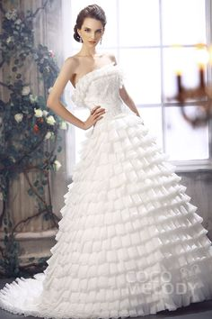 Delicate Princess Strapless Court Train Organza Wedding Dress CWLT13082#Cocomelody#weddingdresses#bridalgown#
