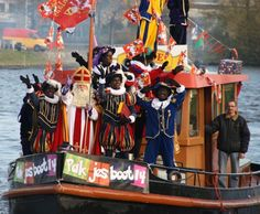 Sinterklaas en pieten op de pakjesboot in Lochem, 2014