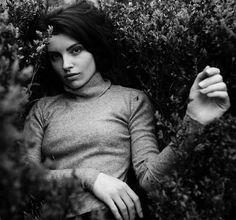 379 отметок «Нравится», 2 комментариев — Photographer (@martasyrko) в Instagram: «catch me ◼️ #portraitmood #portraitpage #portrait_shots #portraiture»