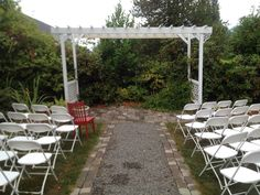 Red met some friends attending a wedding at Swantown Inn, Olympia WA  #travelwa  #RedChairTravels #olympiaweddings