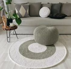 Luxury Carpet Runners For Stairs Knitted Pouf, Knit Rug, Diy Carpet, Rugs On Carpet, Crochet Home Decor, Diy Home Decor, Crochet Carpet, Crochet Mandala Pattern, Diy Crochet And Knitting