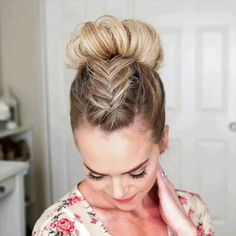 Süßes Braid Tutorial , You are in the right place about Braids frisuren Here we offer you the most beautiful pictures about the Braids step by step you are looking for. Box Braids Hairstyles, Unique Hairstyles, Girl Hairstyles, Hairstyle Ideas, Princess Hairstyles, Hairstyles 2018, Updo Hairstyle, Celebrity Hairstyles, Wedding Hairstyles