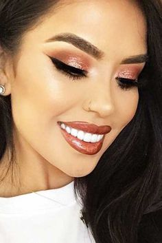 Gold makeup as well as pink makeup is really jazzy right now. Have you already tried this charming and trendy makeup look? Rose Gold Makeup Looks, Golden Makeup, Pink Makeup, Glitter Makeup, Beauty Makeup, Eye Makeup, Glitter Eye, Pink Glitter, Glitter Lipstick