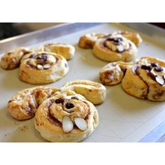 Bunny Shaped Cinnamon Rolls = Cinnabunnies  #Easter #Breakfast Ideas