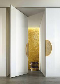 SICIS - Si conferma la vocazione del brand per l'home luxury, anche in questo settore. Preziose decorazione a mosaico in oro compongono la maniglia del modello Armstrong, per la collezione Door-pulls. Un piccolo gioiello di arredo, tra design e architettura.