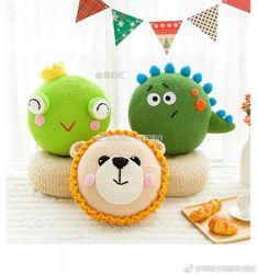 (코바늘) 귀여운 공룡 쿠션/무료도안/공개도안 : 네이버 블로그 Crochet Mat, Crochet Pillow Pattern, Crochet Birds, Crochet Cushions, Crochet Patterns Amigurumi, Crochet For Kids, Crochet Dolls, Crochet Pour Halloween, Little Girl Toys