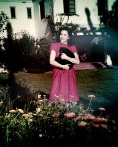ELIZABETH Taylor In Her Hollywood Garden Holding Cat From Original 8x10 Photo - EUR 4,53. Product Description Elizabeth Taylor In Her Hollywood Garden Holding Cat From Original 8x10 Photo: This is an 8x10 inch (20x25 cm approx) real photograph printed on top quality Fuji Crystal Archive Super type C glossy photographic paper. This is the ultimate quality photographic paper giving brilliant white, more vivid color and improved highlights for museum and exhibition standard prints. 191886759610