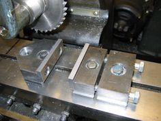 I want to build small milling vise, as seen. Metal Working Machines, Metal Working Tools, Metal Tools, Metal Lathe Projects, Lathe Tools, Metal Mill, Metal Shop, Cnc Machine Tools, Milling Machine
