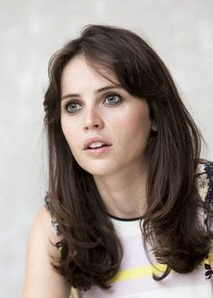Ain't she pretty? Most Beautiful Faces, Beautiful Women, Felicity Rose Hadley Jones, Selena Gomez, Kirsten Dunst, Female Actresses, Hollywood Fashion, Bangs, Celebs