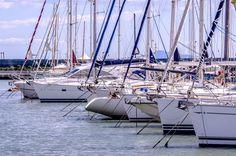 Veduta dal Porto di imbarcazioni all'ormeggio #ormeggio #portodellamaremma