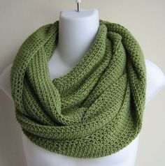 Knit Infinity Scarf...I really do like the look of scarves and never wear them.....maybe I should start this year....and surprisingly I like e green too..