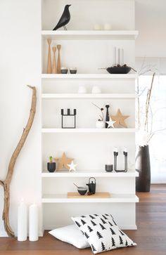 Geschenkidee: Accessoires für das Zuhause #solebich #interior #einrichtung #inneneinrichtung #shelf #regal #cushion #pillow #candlestick #candleholder #star #wood #teapot #candle #eamesbird #applicatakerzenständer #holzstern #kubus4bylassen #bylassen #kerzenhalterheima