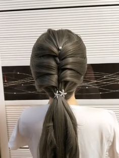 Kids fashion Summer So Cute - - - Dance Hairstyles, Cute Hairstyles, Ponytail Hairstyles, Front Hair Styles, Curly Hair Styles, Hair Upstyles, Silver Ombre Hair, Hairstyle Tutorial, Bridal Hair Buns