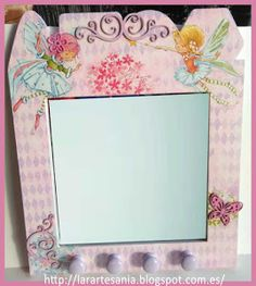 La técnica del decoupage ha sido la escogida para decorar este espejo con motivos infantiles. ¡Vamos a verlo!