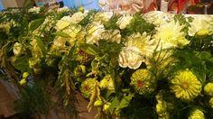 白&グリーン 癒しの装花です