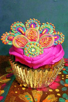 Beautiful Peacock Cupcake....<3