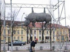 Необычные скульптуры и памятники животных