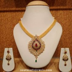 Image from http://southindiajewels.com/wp/wp-content/uploads/2015/06/Gold-CZ-stone-necklace-with-earrings.jpg.